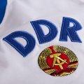 Maillot de foot de l'Allemagne de l'Est, DDR en Coupe du Monde de 1974. Le maillot de rechange blanc, extérieur. Détail de l'écusson.