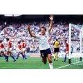 Image d'époque de Trevor Francis de l'équipe d'Angleterre sur le terrain de jeu avec le maillot Angleterre 1982 de lors de la Coupe du Monde Espagne 1982.