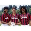 Photo d'époque des trois néerlandais avec le maillot AC Milan 1988/89, Van Basten, Gullit et Rijkaard.