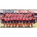 Photo d'époque en couleur et de l'Équipe EA Guingamp 1994/95 - 1995/96 sur le terrain de jeu.