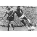Photo d'époque de la finale Brésil-Suède terminée 5-2 avec un doublé d'un très jeune Pelé.
