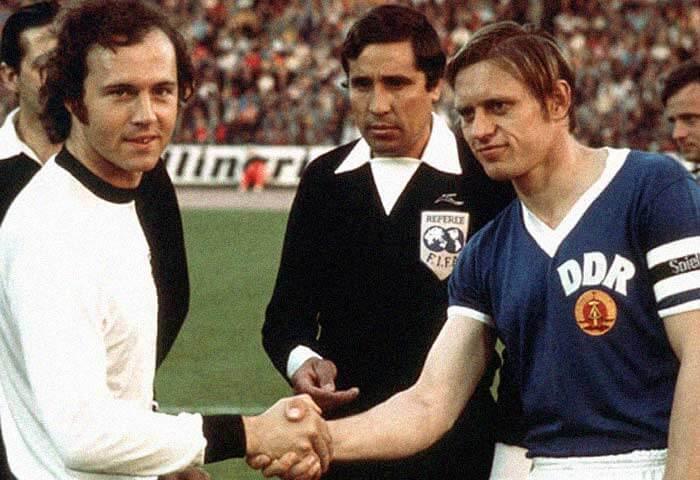 Bernd Bransch et Beckenbauer, les capitaines de l'Allemagne en 1974